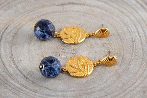 Pendientes de sodalita y entrepieza ojo de Horus de Zámak dorado